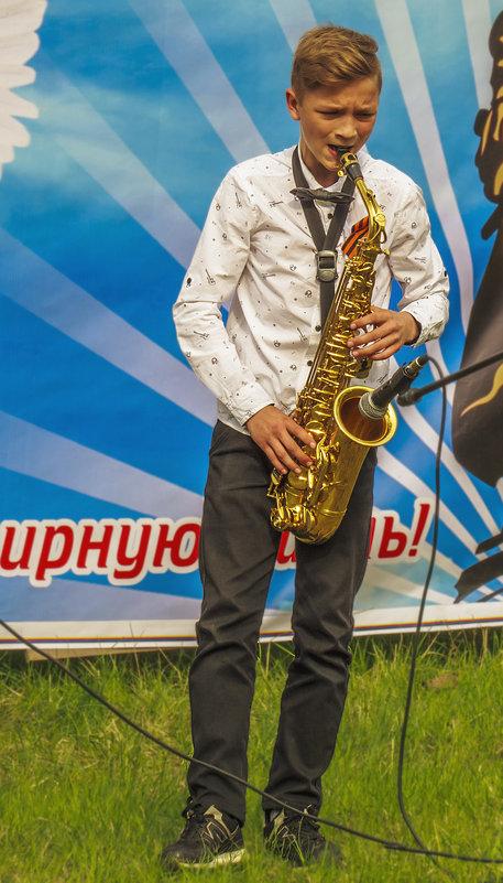 Игра на саксофоне - Сергей Цветков