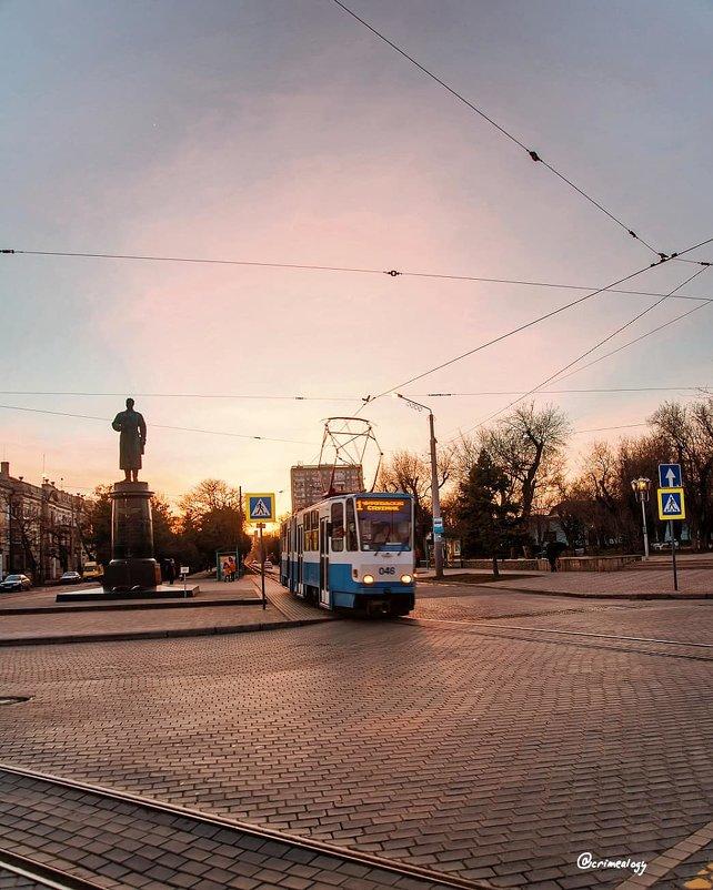 Центральный вечер Евпатории... - Сергей Леонтьев