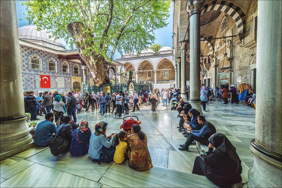 Во дворе мечети Эйюп - Ирина Лепнёва