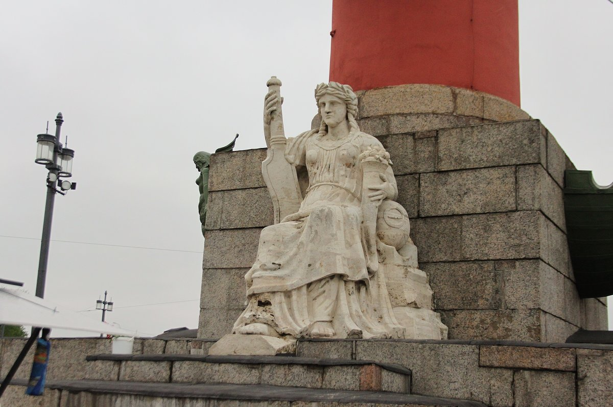 Скульптура на колонне. - sav-al-v Савченко