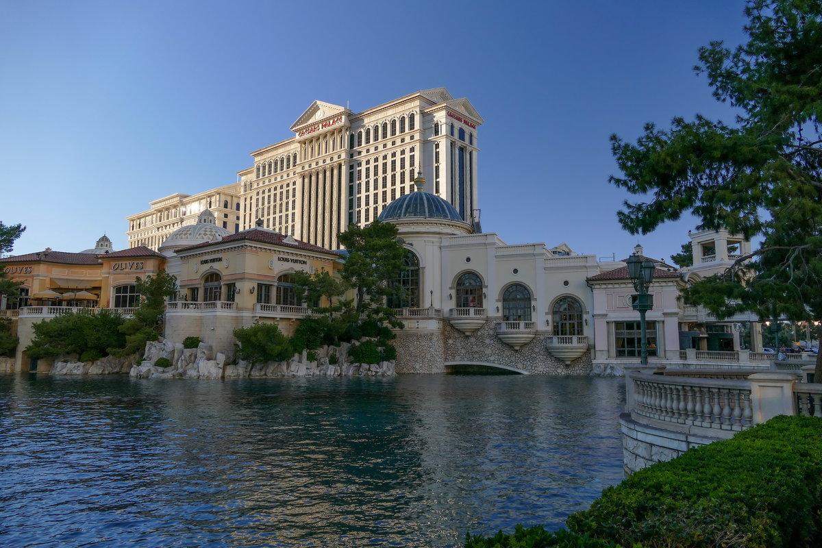 Вечерний снимок Дворца Цезаря (Caesars Palace, Лас Вегас) - Юрий Поляков