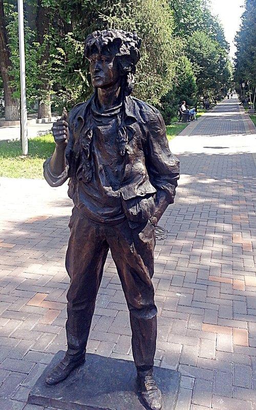Памятник Виктору Цою - Асылбек Айманов