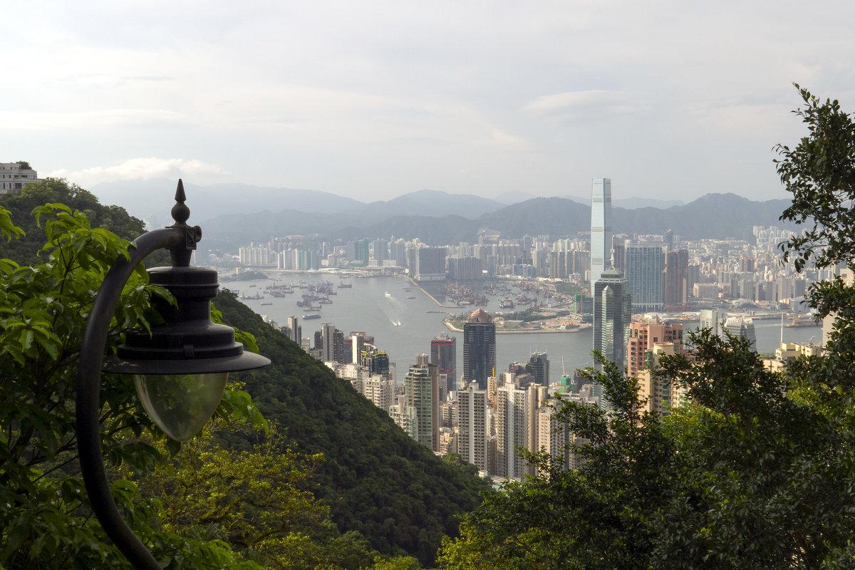 Гонконг и Коулун с Виктории - Леонид