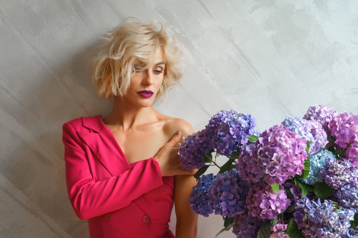 Девушка и цветы - Сергей Форос