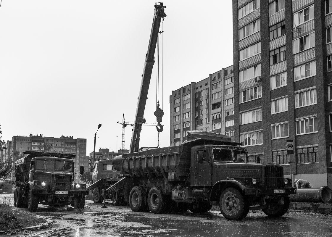 КрАЗы в городе - Владимир Клещёв