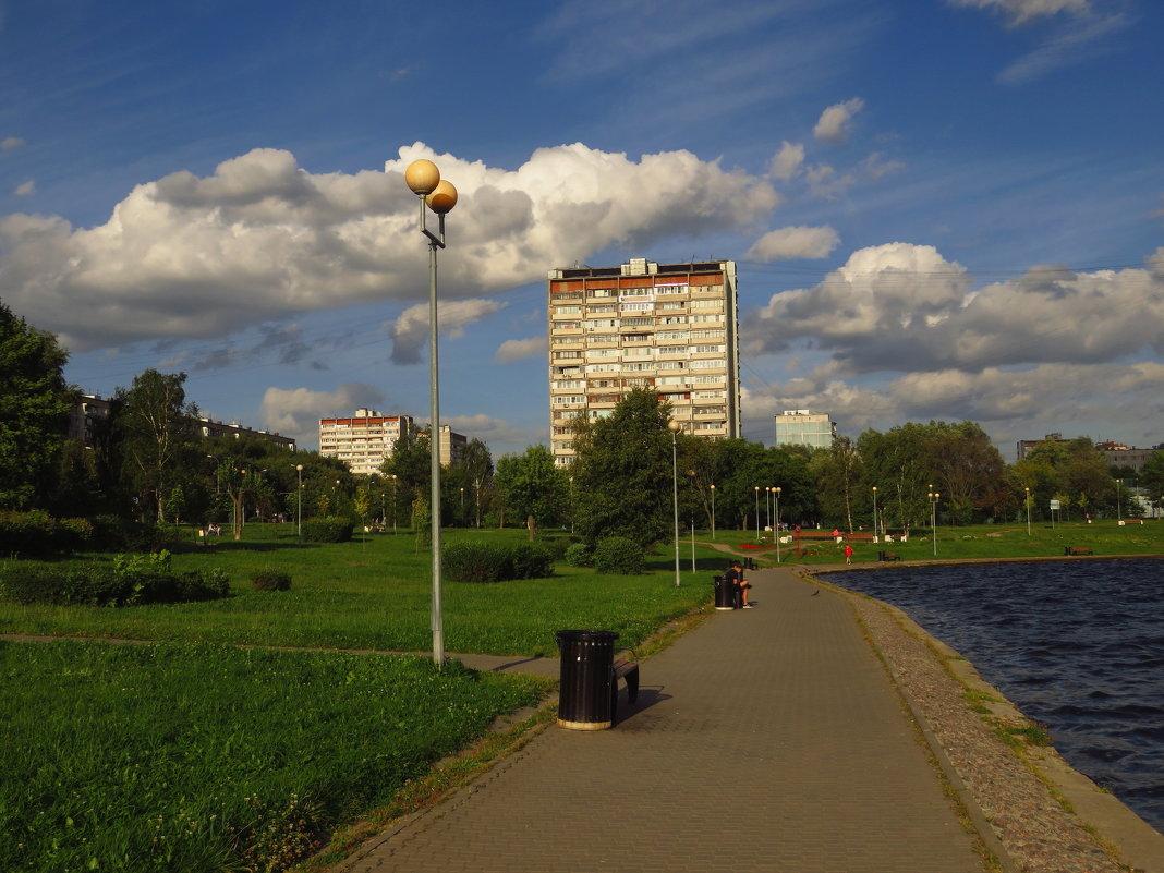Августовское небо - Андрей Лукьянов