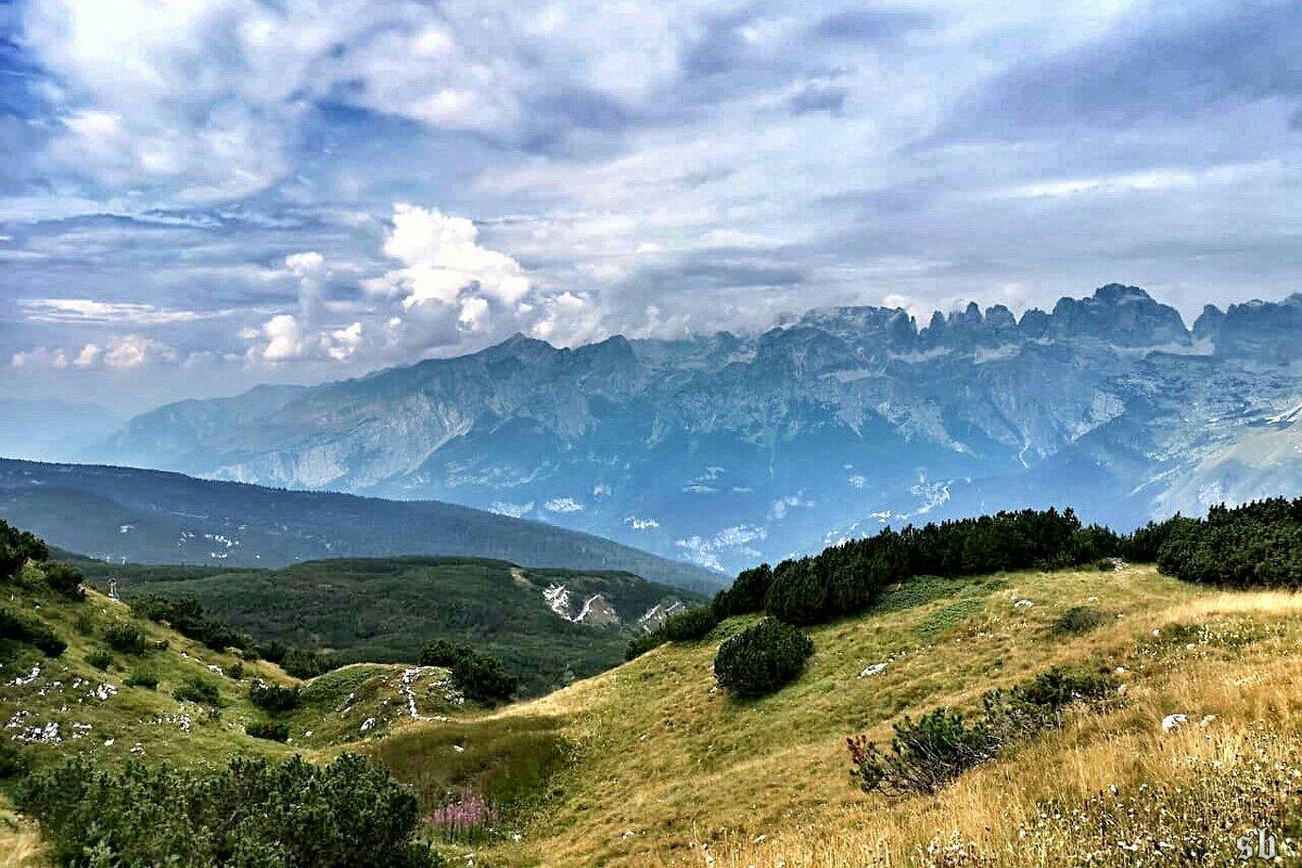 там, где небо касается гор - Сергей Беличев