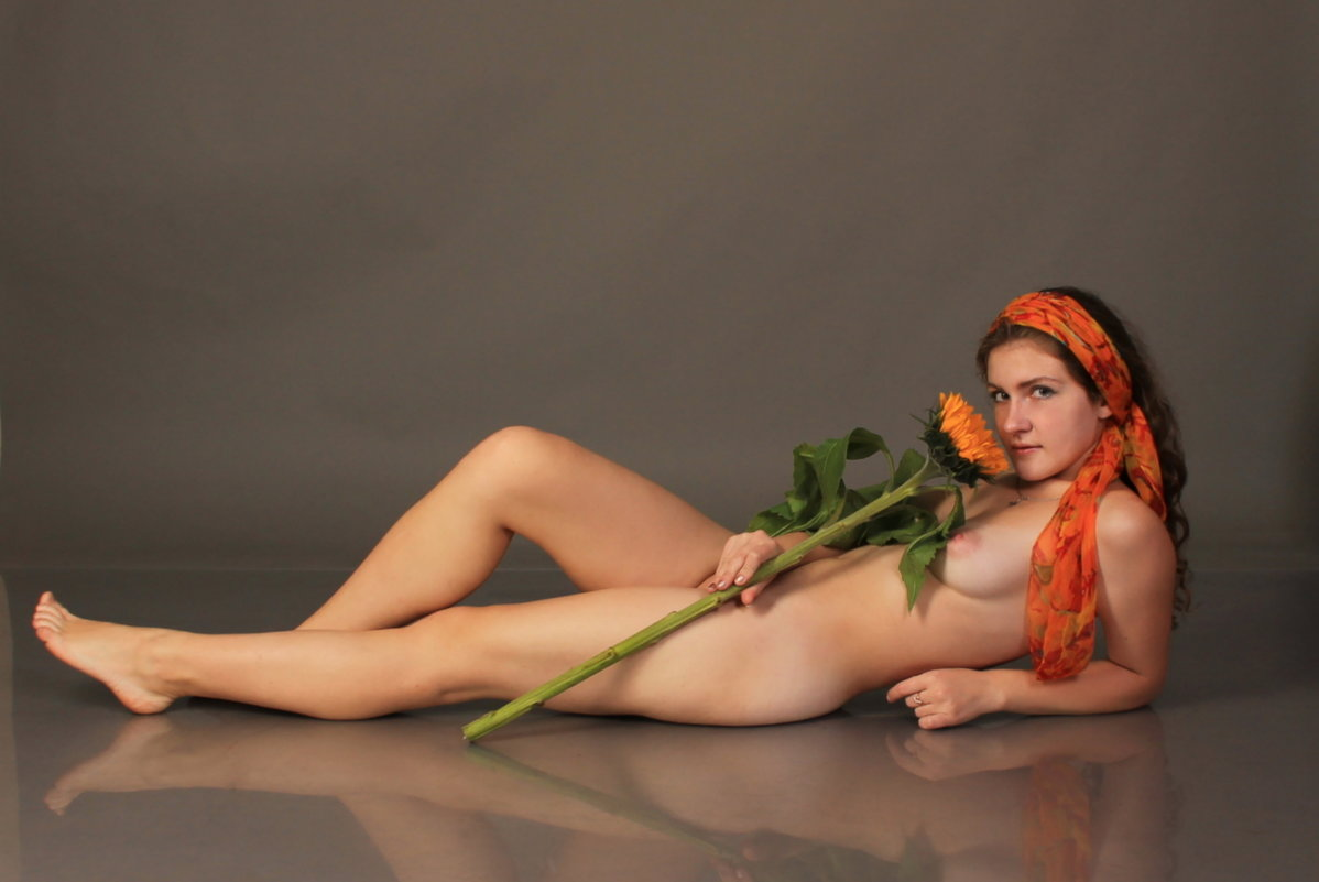 Девушка с цветком - FonoAnatoly P