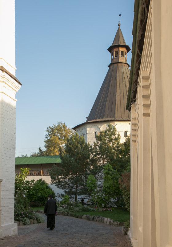В стенах монастыря (Старик) - Александра