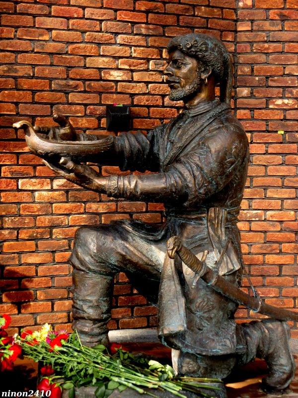 Памятник Петру I в Ростове (фрагмент) - Нина Бутко