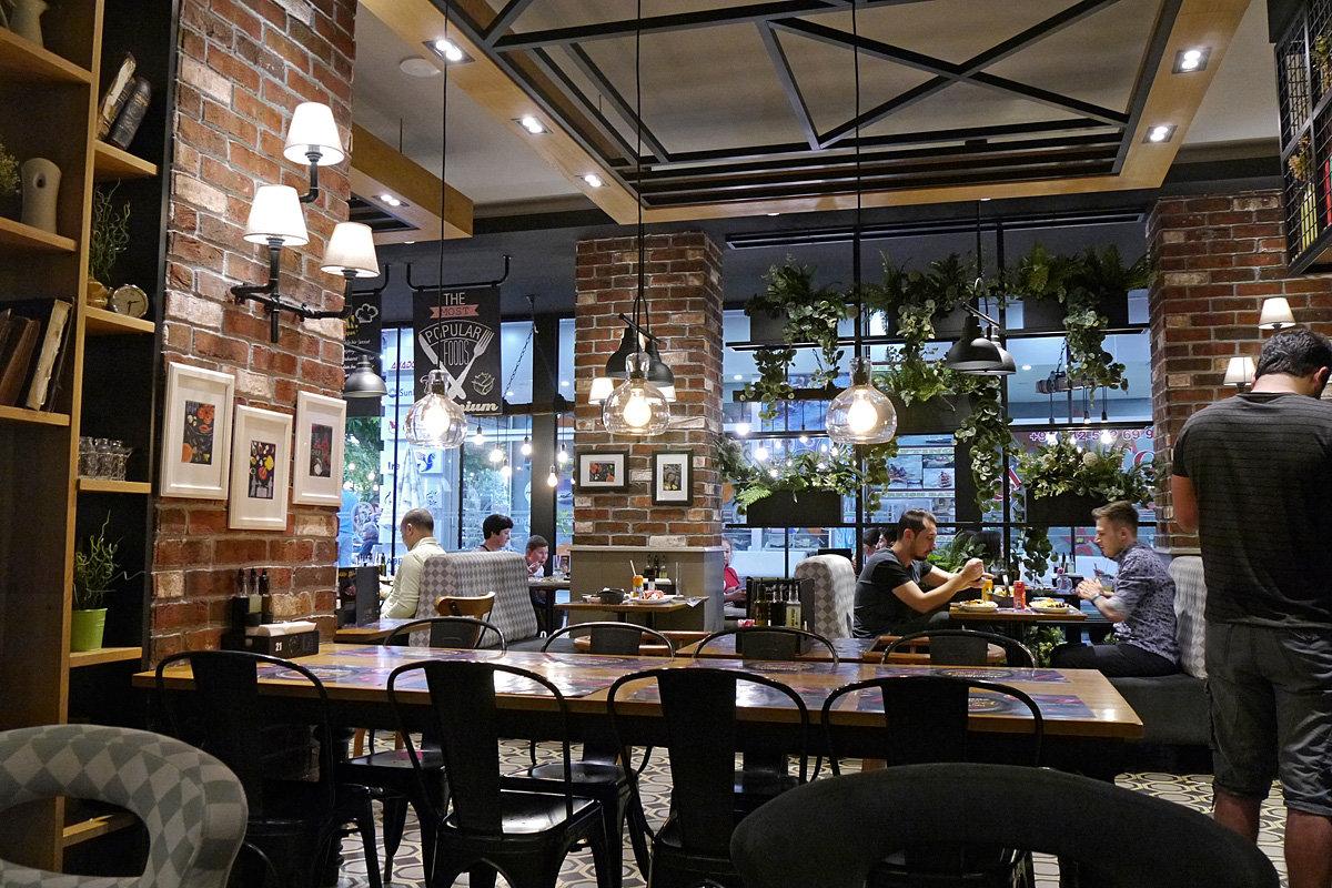 Кафе в Алании - Дмитрий Лебедихин