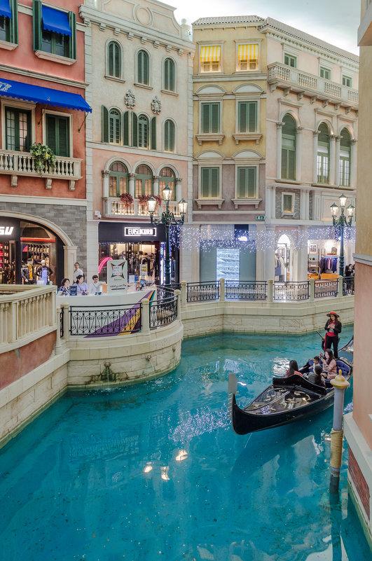 Интерьер казино-отеля The Venetian, Макао. - Edward J.Berelet