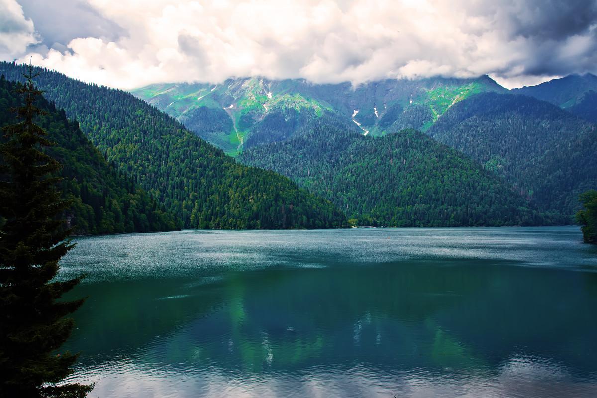 Картинки по запросу абхазия озеро Рица