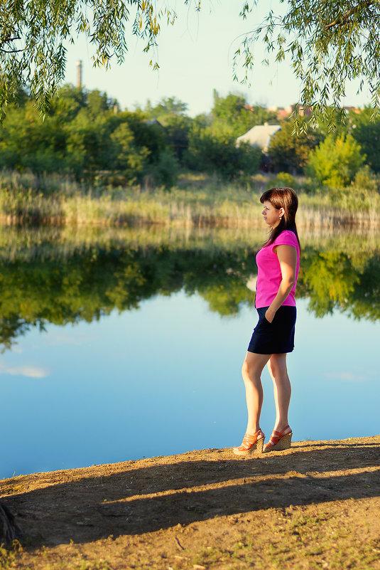 Девушка на берегу реки - Alexandr Papazov