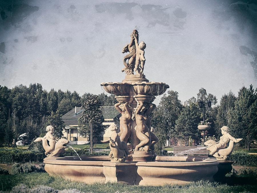 Античный фонтан. - Андрий Майковский
