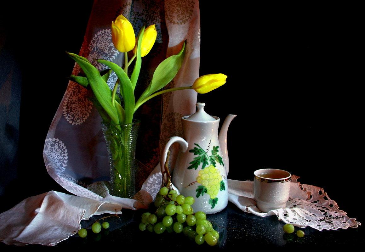 Натюрморт с зелёным виноградом...