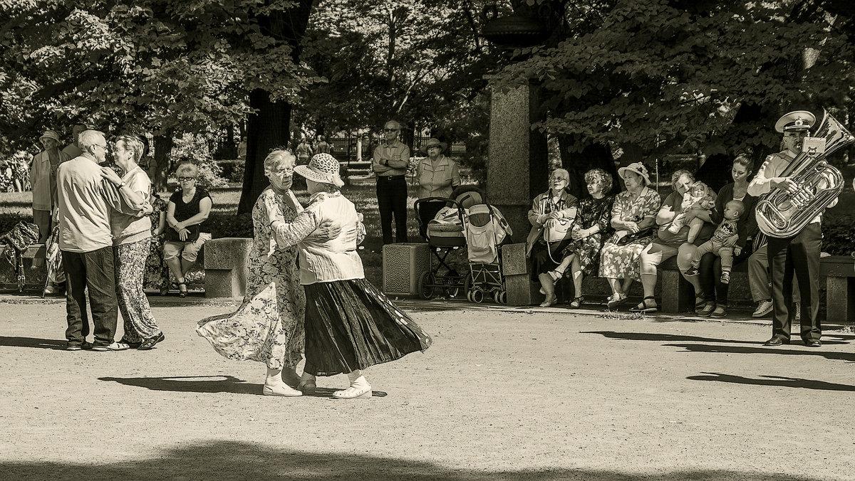 Танцы в воскресенье - Дмитрий Рутковский