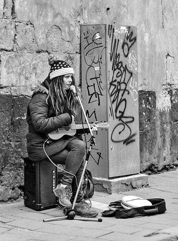Уличный музыкант. - john dow