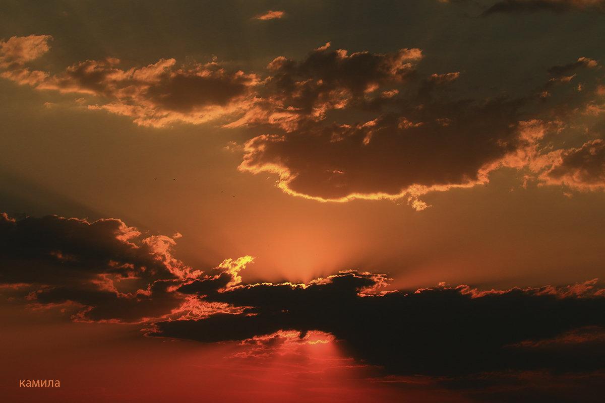 Небесный мир в объятиях заката... - Mila .
