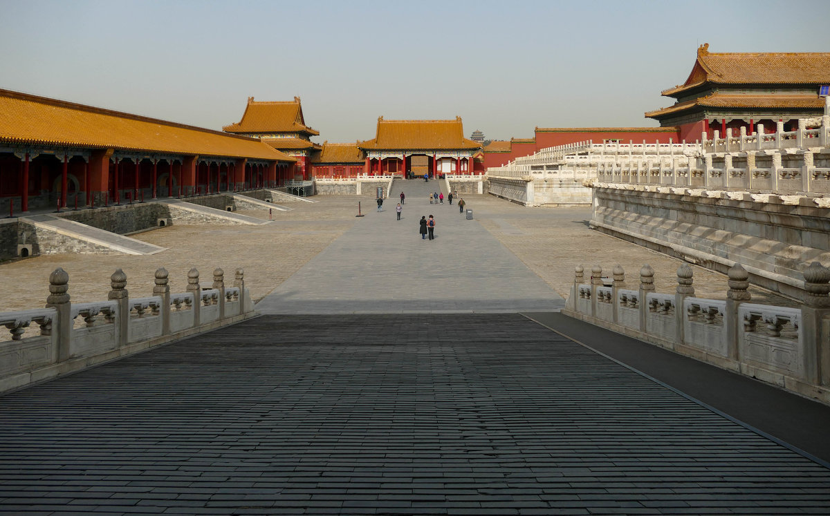 Прошли очередные Ворота, чтобы попасть на нижний ярус Запретного Города. Пекин - Юрий Поляков