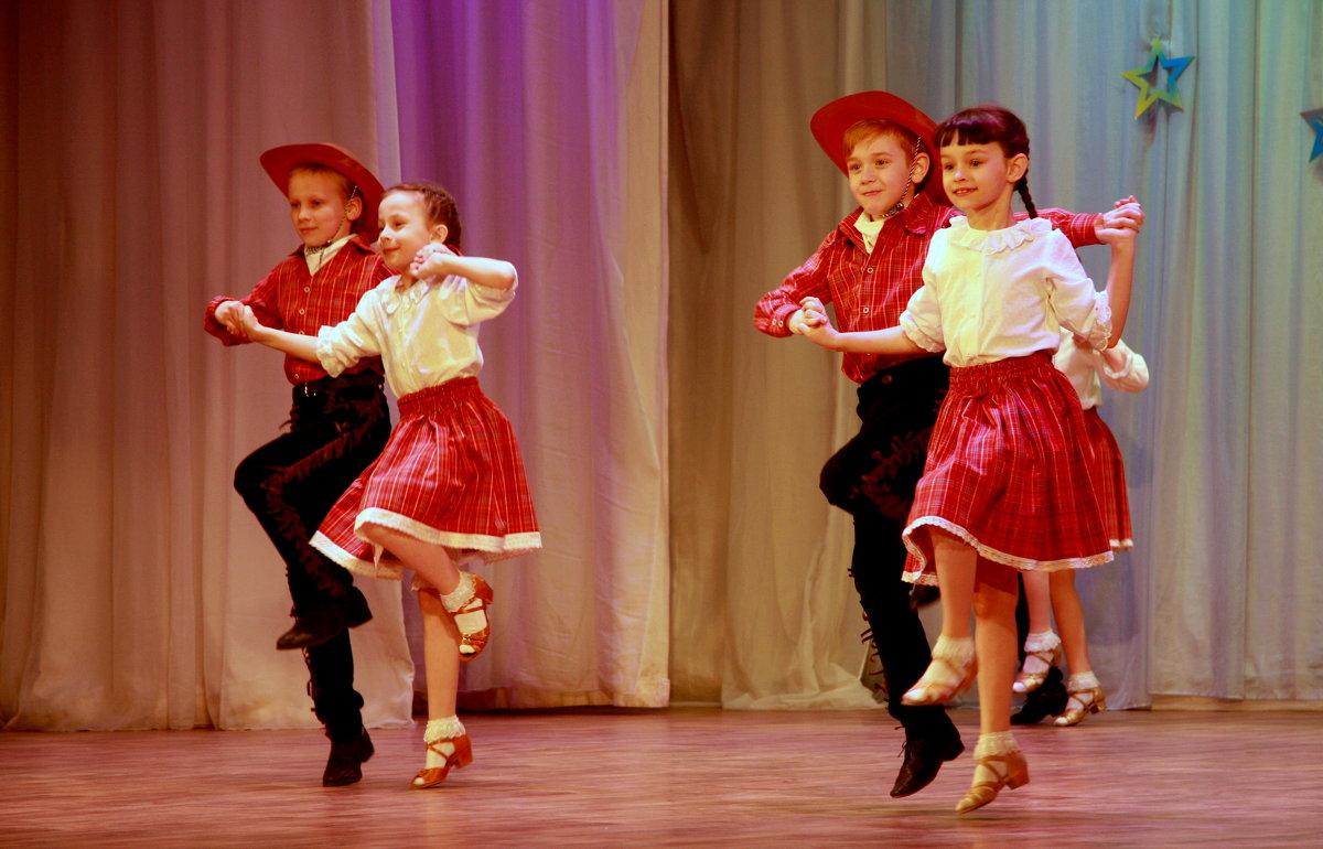 Весёлый танец - Нэля Лысенко