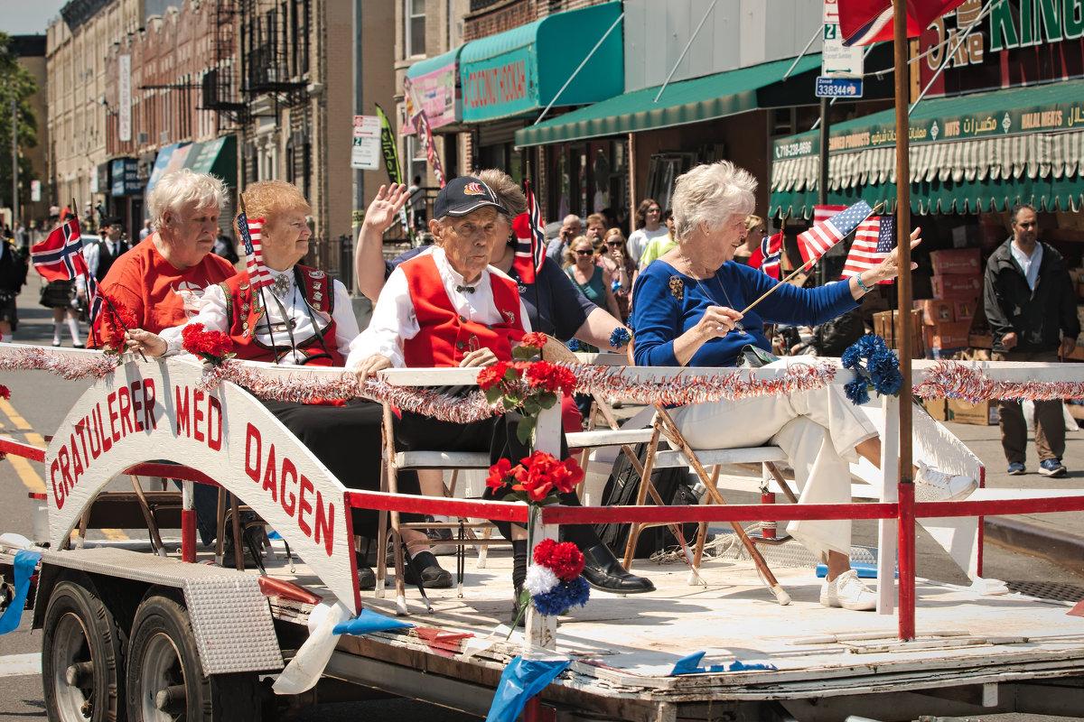 Норвежский парад в Бруклине - Олег Чемоданов