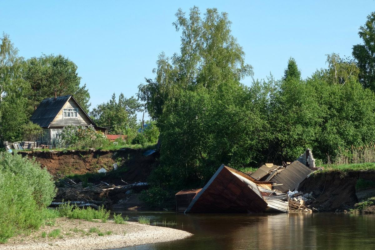 Рухнувший в реку дом - Алексей Сметкин