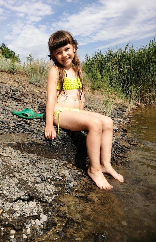 Девочка на берегу речки - Ольга Почепаева