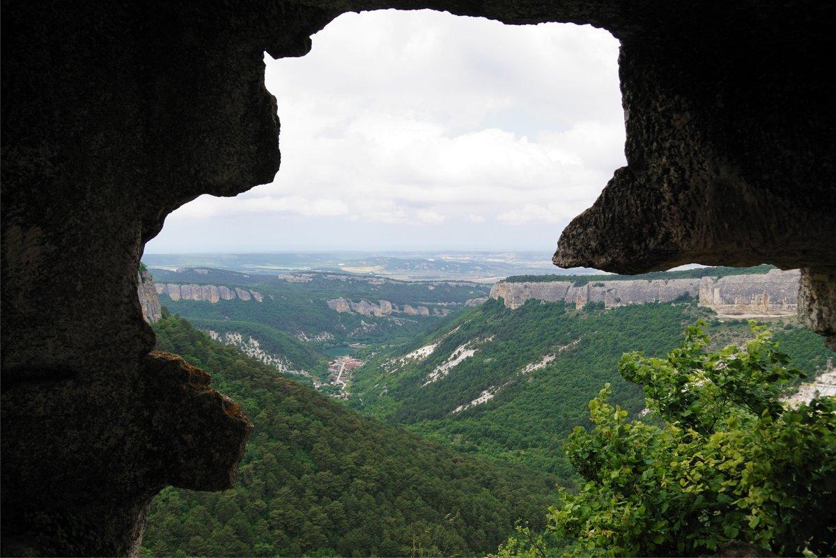 Вид из пещеры Мангуп Кале - Наталия Григорьева