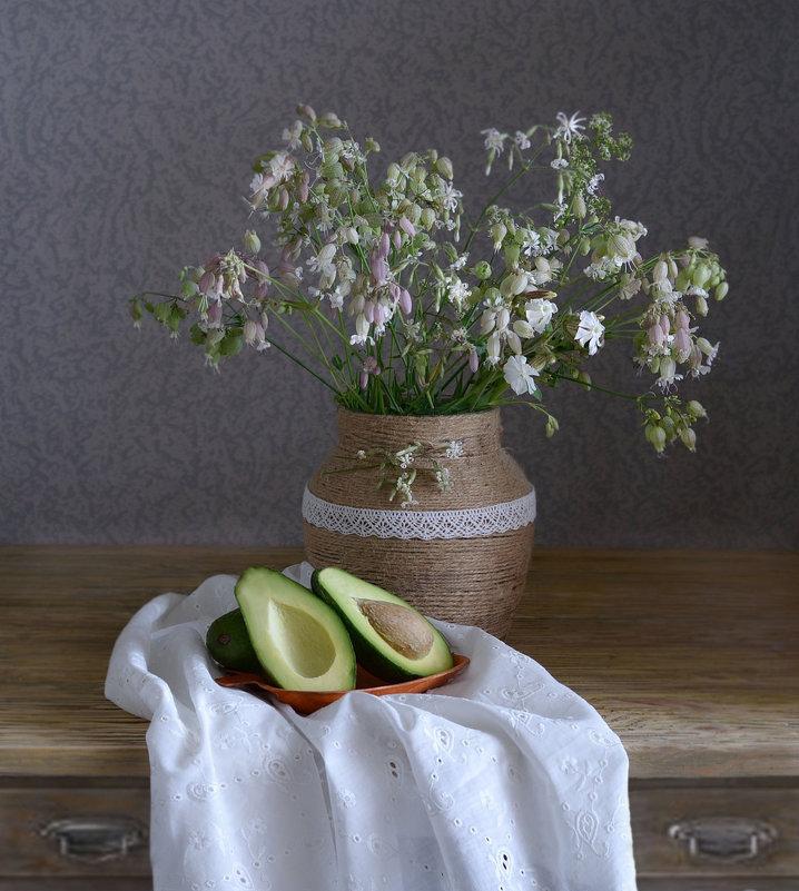 Натюрморт с авокадо - Гузель Т