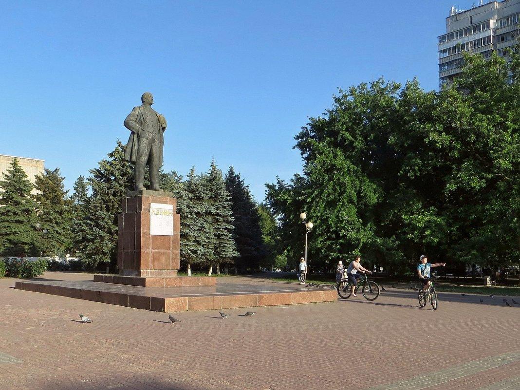 В Аксае на площади Ленина - Татьяна Смоляниченко