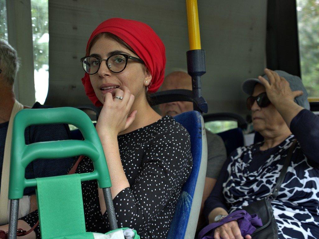 Женщина в красной косынке - Alla Shapochnik