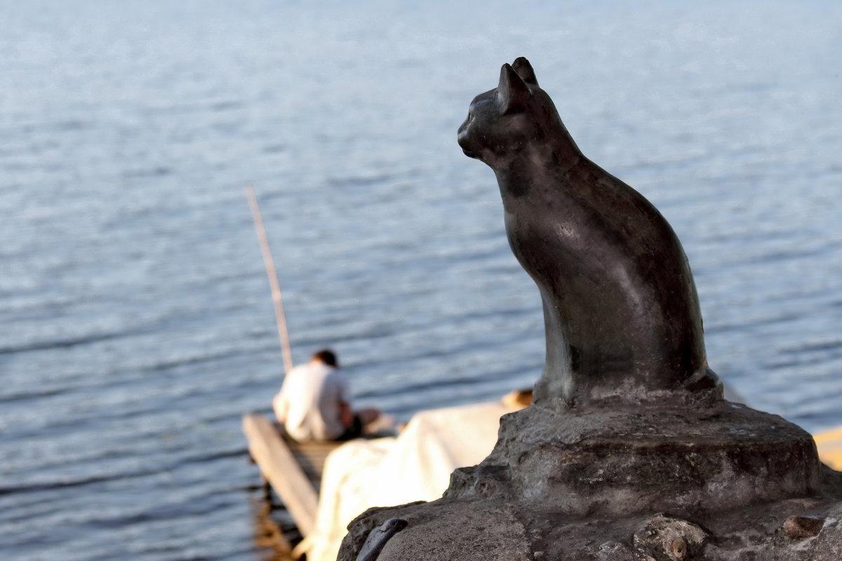 Плёс. Памятник кошке Мухе, ожидающей рыболовов. - Сергей Пиголкин