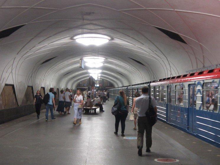 В метро - Дмитрий Никитин