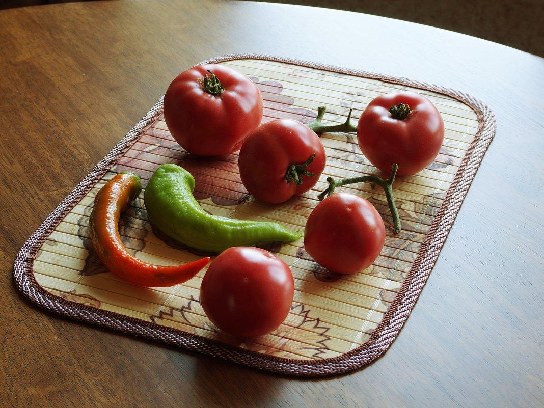 Помидоры, горький перец - София