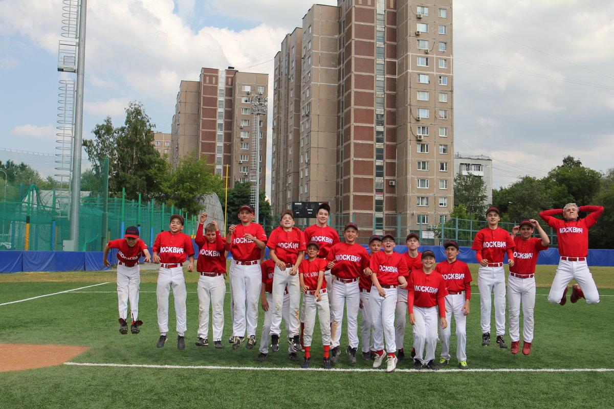 6.20.  Бейсболисты в прыжке - Валерий