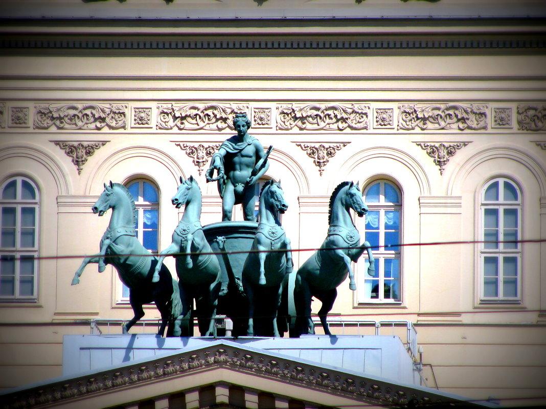 Фрагмент Большого театра. - Владимир Драгунский