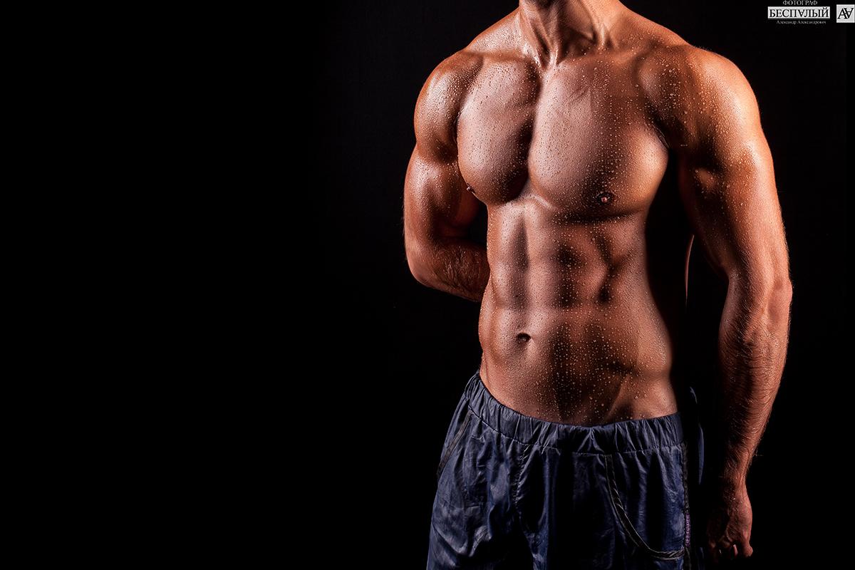Спортивное мужское тело ваша