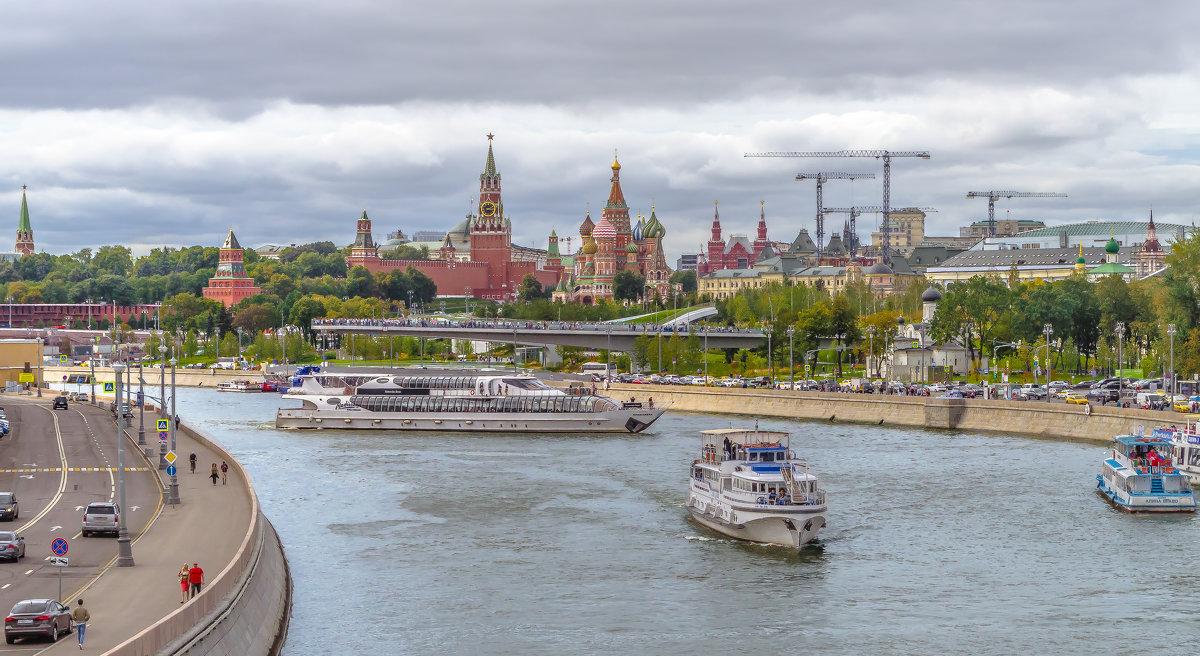 Прогулки по Москве. - Edward J.Berelet
