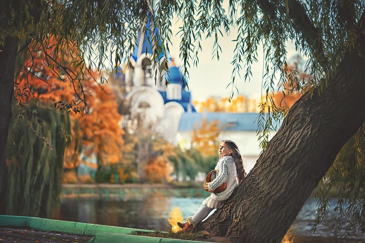 У храма - Надежда Антонова
