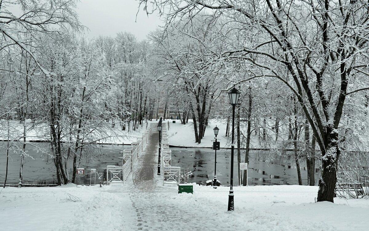 Белый мост через озеро-ключ - Милешкин Владимир Алексеевич