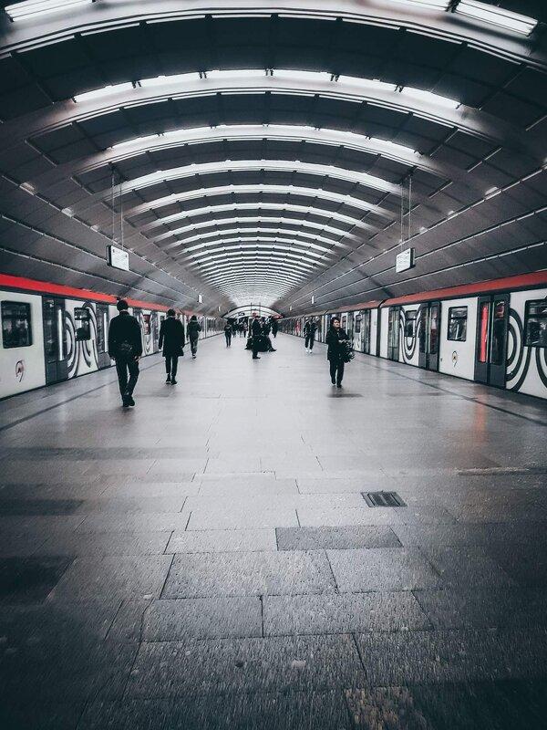 Подземка - Ангелина Бонд