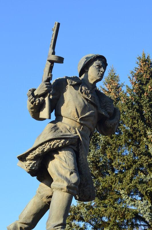 Великие Луки. Памятник на захоронении Александра Матросова... - Владимир Павлов