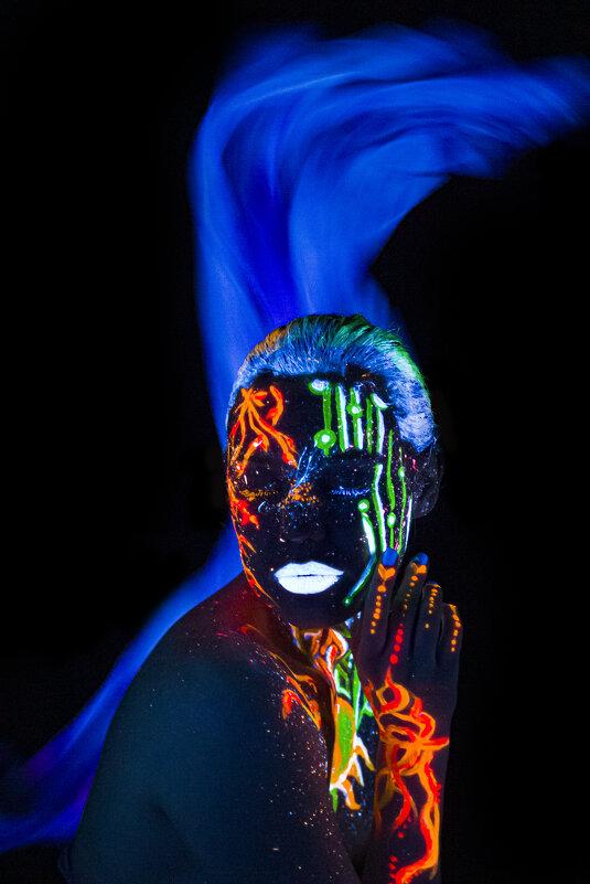 Флуоресцентный портрет - Марина Шахова
