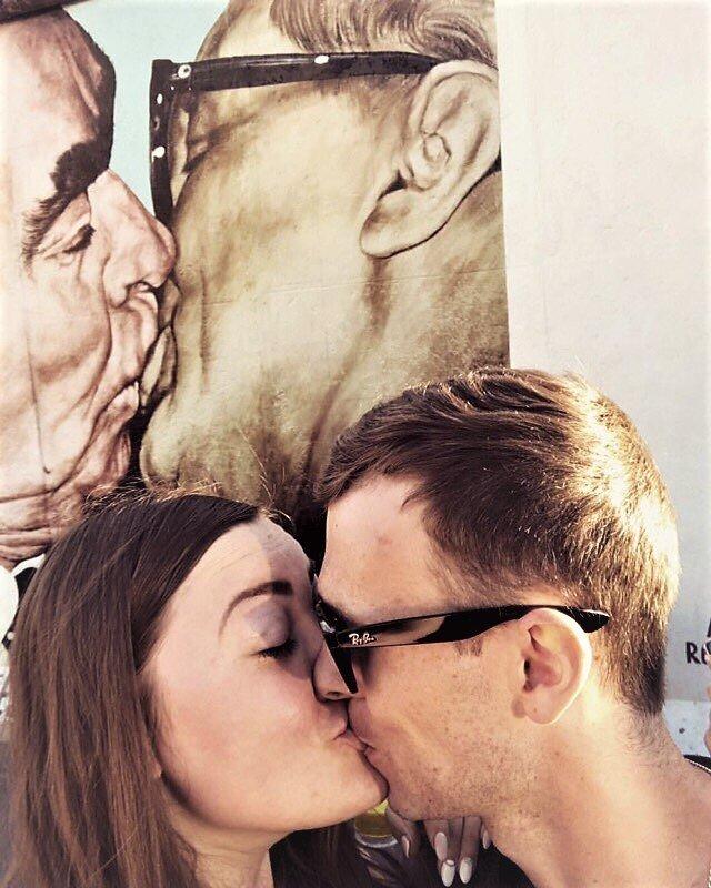 У Берлинской стены - Вячеслав Маслов