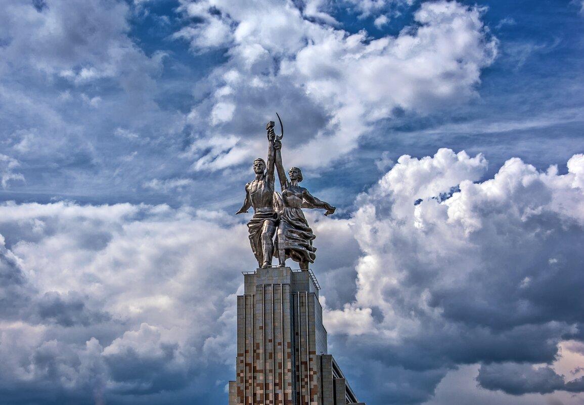 Идеал и символ советской эпохи - Валерий Иванович
