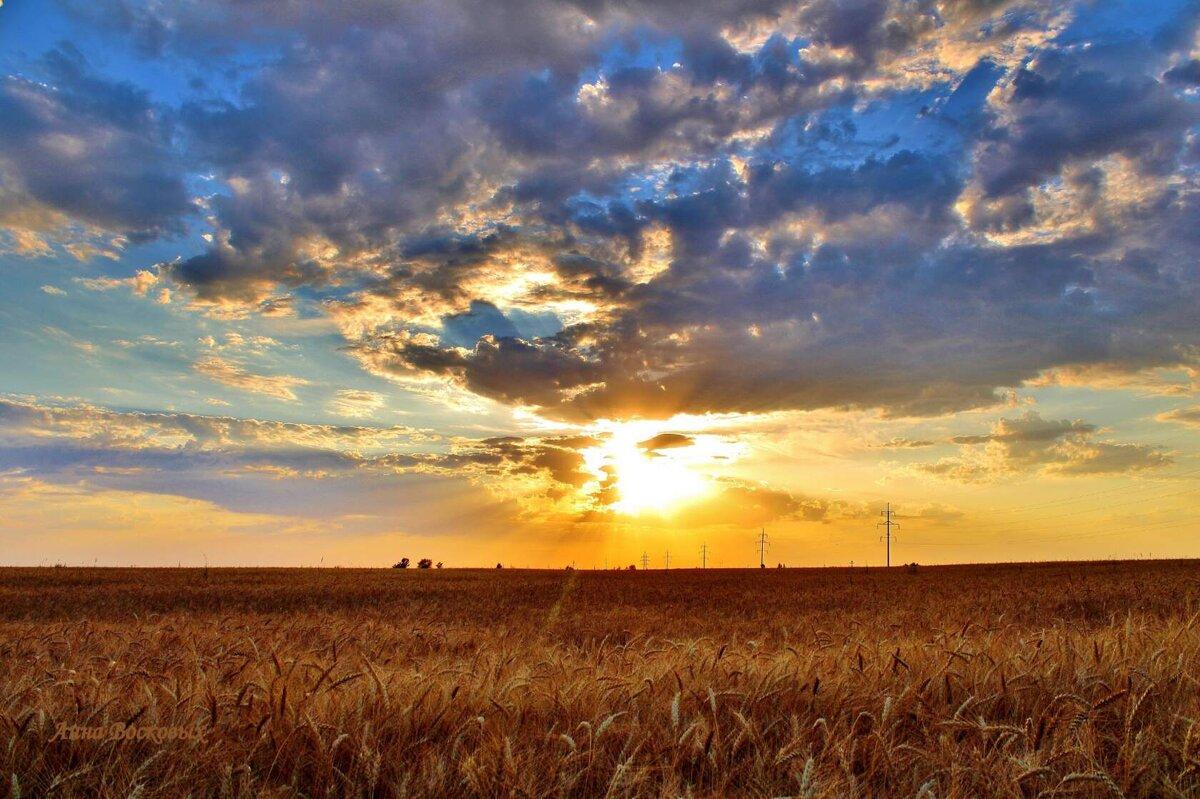 На землю вечер опускается, садится солнышко за поле.... - Восковых Анна Васильевна