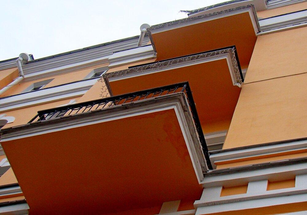 Череда балконная... - Евгений