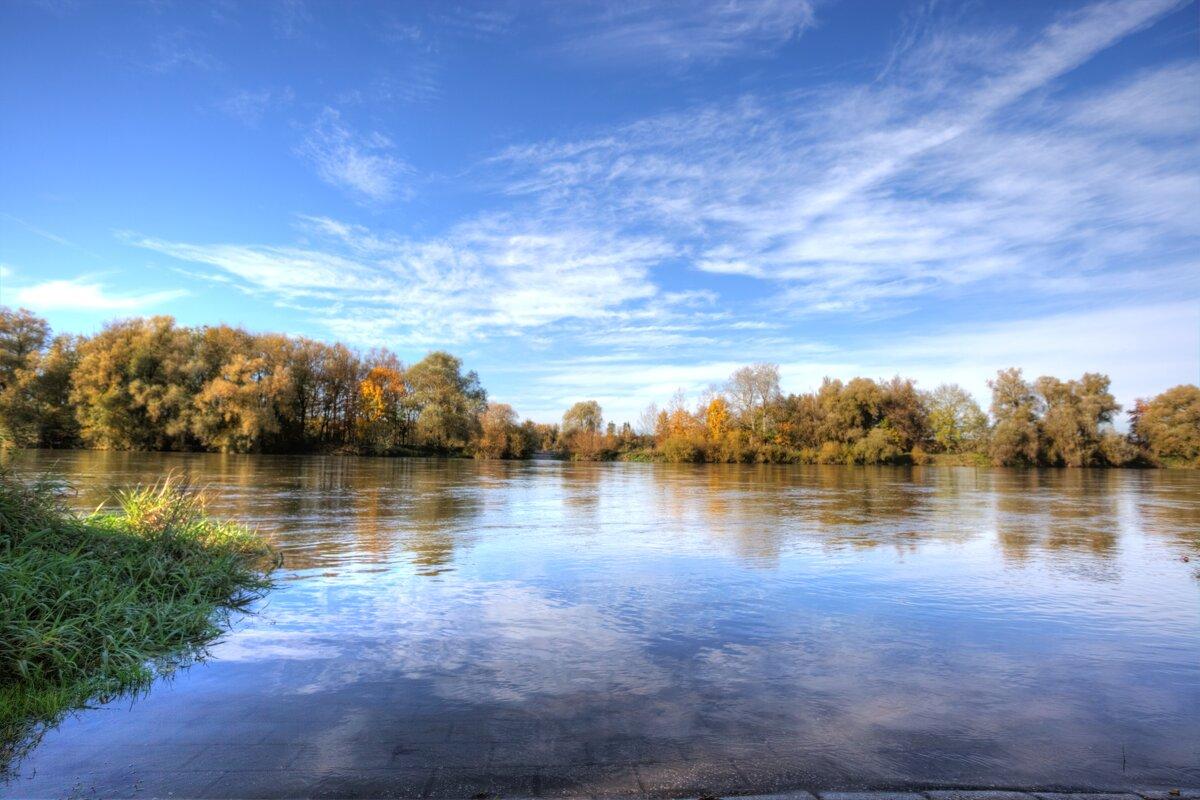 у реки - vladimir
