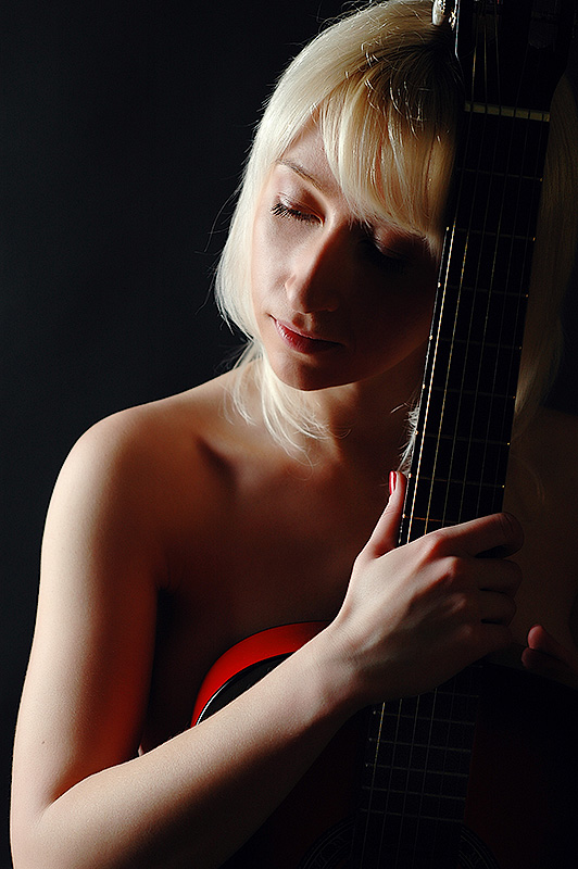 Девушка с гитарой - Олег HoneyPhoto